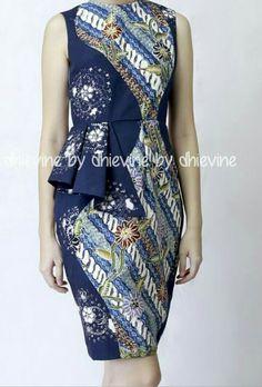 Love the complicated details Blouse Batik, Batik Dress, Simple Dresses, Nice Dresses, Dressy Dresses, Batik Parang, Batik Kebaya, Batik Fashion, Dress Cuts