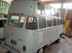 Eu não tinha visto nada igual ainda. Original de fabrica não é, mas segundo o vendedor a adaptação era feita logo ao com... Kombi Trailer, Kombi Camper, Kombi Home, Bike Trailer, Campervan, Kombi Food Truck, Bus Interior, Volkswagen Bus, Van Life