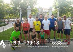 39C?! sin duda hoy era dia para un grupo de expats valientes! nice&easy run bajo los arboles del Retiro ... . #mexico #france #germany #uruguay #italy #usa #spain . #expatlife #runningfriends #globalLocal #globalnomads