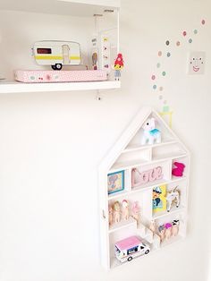 DIY hanging toy cupboard for pretty things