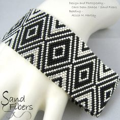 Peyote Pattern Narrow Cubism Diamonds Peyote Cuff / por SandFibers