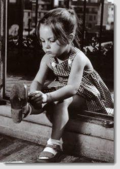 Little Girl Black White pic