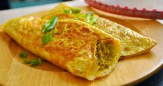 Kaber Kebertu is a stuffed omelet and can be filled with anything such as minced meat, chicken, fish or shrimp. The omelet is rolled up with filling inside. Dutch Recipes, Bean Recipes, Healthy Recipes, Cabbage Curry, How To Make Omelette, Indonesian Food, Indonesian Recipes, Egg Dish, Vegan Dishes