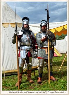 Reconstituteurs anglais a Tewkesbury Medieval Knight, Medieval Armor, Medieval Fantasy, History Medieval, Armadura Medieval, The Game Book, High Middle Ages, Wars Of The Roses, Arm Armor