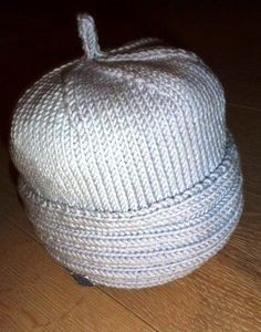 Baby-Mütze NOEL ENEA im Emmental in Handarbeit hergestellt Emmental, Beanie, Baby, Egg, Handarbeit, Ideas, Beanies, Babys, Baby Humor