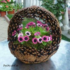 mert34 Fall Crafts, Holiday Crafts, Nature Crafts, Arts And Crafts, Pine Cone Art, Pine Cone Crafts, Pine Cone Flower Wreath, Pine Cone Decorations, Decoration Noel