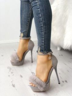 Schuhe Fluffy Embellished Heeled Sandals What Do The Insulated Flame Resistant Work Uniforms Actuall Fancy Shoes, Pretty Shoes, Crazy Shoes, Me Too Shoes, Hot High Heels, Platform High Heels, High Heel Boots, Shoe Boots, Shoes Heels