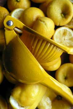 Yellow | Giallo | Jaune | Amarillo | Gul | Geel | Amarelo | イエロー | Kiiro | Colour | Texture | Style | Form | Pattern | squeezing lemons