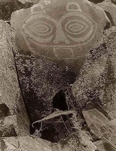 "Tsagiglalal, or ""She Who Watches"". This petroglyph has the face of a woman, painted on a rock along the Columbia River near the Dalles. It was created by the Wishram/Tlakluit Indians of the Chinook nation. Photo by Edward S. Curtis.  1910"