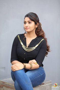 South Indian Actress Hot, Indian Bollywood Actress, Indian Actress Hot Pics, Bollywood Girls, Beautiful Bollywood Actress, Most Beautiful Indian Actress, Bollywood Fashion, Priya Bhavani Shankar, Actress Priya