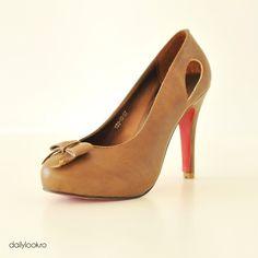 pantofi maro cu fundita... Office Looks, Daily Look, Peeps, Peep Toe, Shoes, Fashion, Moda, Zapatos, Shoes Outlet