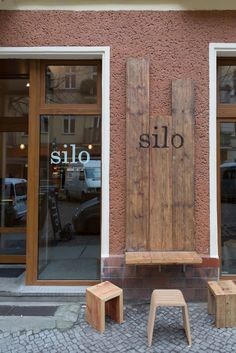 17 Best Ideas For Wood Logo Signage Store Fronts Design Shop, Coffee Shop Design, Cafe Design, Store Design, Rustic Restaurant Design, Restaurant Hotel, Restaurant Berlin, Restaurant Signage, Modern Restaurant