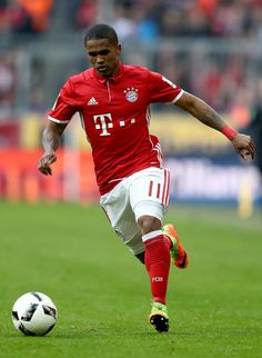 Douglas Costa of Bayern Muenchen runs with the ball during the Bundesliga match between Bayern Muenchen and Hamburger SV at Allianz Arena on February 25, 2017 in Munich, Germany.