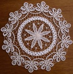 Embroidery processing - Diy And Craft Crochet Crafts, Crochet Doilies, Crochet Lace, Needle Lace, Bobbin Lace, Macrame Patterns, Crochet Patterns, Fabric Stiffener, Bruges Lace