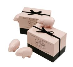Cochon en BoiteA pig by any other name would not smell as sweet as these adorable creatures! Pretty in pink and scented with Fresh Linen these adorable triple-m