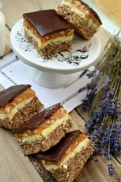 Prajitura Snickers - Retete culinare by Teo's Kitchen Sweets Recipes, Cake Recipes, Snickers Recipe, Snickers Cake, Patisserie Design, Chocolate Biscuit Cake, Health Smoothie Recipes, Romanian Desserts, Gastronomia