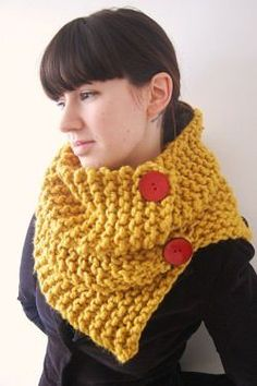 """diy_crafts- """"Knitting This Mustard Snood"""", """"Chunky Mustard Cowl, hopefully i can make this after i take my knitting class. Loom Knitting, Knitting Patterns, Crochet Patterns, Knit Or Crochet, Crochet Scarves, Knitting Projects, Crochet Projects, Knooking, Knit Cowl"""