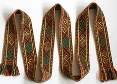 Latvian patterns. In this weaving, the main weft is also used for the brocade. Marijke van Epen