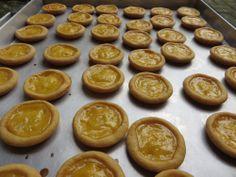 Pie Susu Bali Bli Man adalah jajanan atau kue khas bali yang di buat dari bahan dasar Tepung, Mentega, susu dan telur, kue pie susu ini sanggat Enak maknyus dan terkenal di bali, sehingga di jadikan kue oleh oleh khas bali oleh sebagian besar wisatawan domestik yang berlibur di bali.