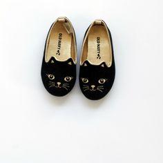 Zapatillas negras con forma de gato talla 7