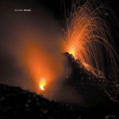 Il vento, un tonfo, il fuoco. Field recording a novecento metri sul mare. È la sera del 19 luglio 2012.