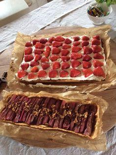 Jordbær tærte og hvid Crouch rabarber tærte