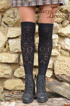 bregoria Loom Knitting, Knitting Socks, Hand Knitting, Crochet Socks, Knit Crochet, Knit Socks, Slipper Socks, Slippers, Clothes Basket