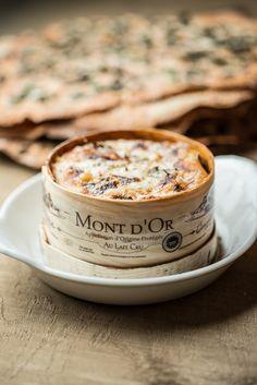 De Mont-d'Or is een Franse kaas van het type gewassen-korst kaas. De Mont-d'Or komt uit het oosten van het land, tegen de grens met Zwitserland. De kaas wordt gemaakt van rauwe koemelk (7 liter per kilo kaas), van de koeien uit de streek (met name van het ras Montbéliard. De kaas wordt verkocht in de houten (ook hetzelfde dennenhout) doosjes, de doosjes zijn eigenlijk net te klein, waardoor de kaas een licht golvende vorm krijgt.