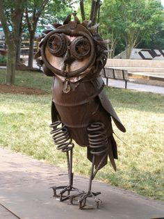 Scrap metal owl - wonderful garden junk art