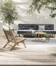 Garden trend: Urban Hangout - Chore - Lounge set with pallet cushions Pallet Cushions, Pallet Lounge, Pallet Bank, Outdoor Living Rooms, Living Spaces, Yard Benches, Balcony Bench, Best Outdoor Furniture, Modern Furniture
