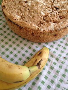 Muz, kuru üzüm ve Yulaflı kahvaltı ekmeği...  Noni' s House Ovacik, Cesme  Yummyyyyy