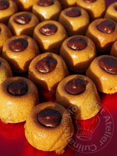 Dômes aux Speculoos et au chocolat Cookies Et Biscuits, Doughnut, Mousse, Buffet, Bakery, Deserts, Food And Drink, Pudding, Sweets