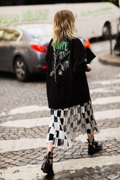 Der beste Street Style der Paris Fashion Week: Holli Rogers - The Cut . Fashion Weeks, Fashion 2020, Look Fashion, Korean Fashion, Fashion Outfits, Fashion Tips, Fashion Design, Fashion Trends, Paris Fashion
