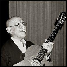 Roberto Murolo (Napoli, 19 gennaio 1912 – Napoli, 13 marzo 2003) è stato un cantautore, chitarrista e attore italiano. -- Augusto De Luca fotografo.    #TuscanyAgriturismoGiratola