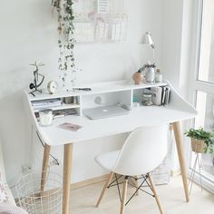 Browse pictures of home office design. Here are our favorite home office ideas that let you work from home. Shared them so you can learn how to work. Home Office Inspiration, Workspace Inspiration, Office Ideas, Office Setup, White Desk Office, White Desks, White Desk Decor, White Desk Bedroom, Modern White Desk