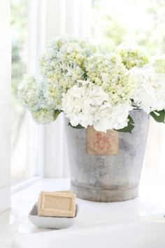 - zinc - hortensia - ambiance - (via Dustylu Lifestyle Photographer » blog)