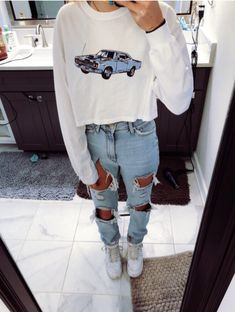 𝕡𝕚𝕟𝕥𝕣𝕖𝕤𝕥: @𝕞𝕒𝕣𝕚𝕖𝕝𝕝𝕒𝟚𝟚𝟟 ✰ Teen Girl Fashion, Edgy Outfits, Winter Looks, Ripped Jeans, Dress To Impress, Tattered Jeans, Shredded Jeans, Teen Girl Outfits, Teenage Girls Fashion