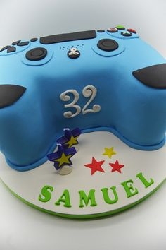 Need a birthday cake for a party in Brussels? Need a corporate cake? We will design your cake with pleasure. Call us on 483 69 09 63 to book your cake. 16 Birthday Cake, 16th Birthday, Birthday Parties, Playstation Cake, Xbox, Ps4 Cake, Bubble Games, Ninjago Party, Cakes For Boys
