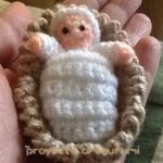 PATRONES BELENES AMIGURUMIS Crochet Christmas Ornaments, Holiday Crochet, Christmas Nativity Scene, Merry Christmas, Crochet Crafts, Crochet Dolls, Christmas Cushions, Amigurumi Tutorial, Christmas Coloring Pages
