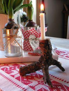 Brukt og Blandet Old wooden candleholder.