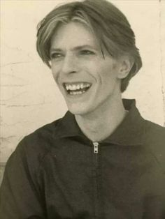 Hes high, but this face. Glam Rock, I M The Greatest, David Bowie Art, Who Do You Love, Bowie Starman, Tv Show Music, The Thin White Duke, David Jones, No One Loves Me
