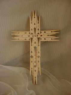 0067 Rustic DIY Wooden Christmas Ornaments Ideas Source by pin crafts Vbs Crafts, Church Crafts, Crafts To Do, Easter Crafts, Wood Crafts, Arts And Crafts, Wooden Clothespin Crafts, Clothespin Cross, Wooden Clothespins