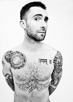 Like the style of his tattoos. True works of art! driehoek