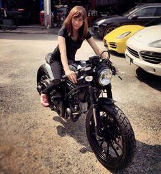 Ducati Scrambler Cafe racer Ducati Scrambler Cafe Racer, Scrambler Motorcycle, Moto Bike, Cafe Racer Girl, Custom Cafe Racer, Harley Davidson Roadster, Harley Davidson Bikes, Lady Biker, Biker Girl