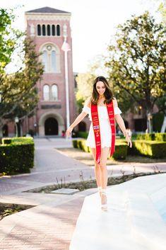 College Graduation Pictures, Graduation Picture Poses, Graduation Portraits, Graduation Photography, Graduation Photoshoot, Grad Pics, Senior Portraits, Grad Pictures, Graduation Outfits