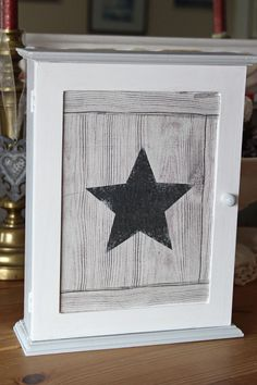 """Box keys wooden zen - industrial, vintage style - """"Star"""" - gray and white Style Indus, Zen, Creation Deco, Home And Deco, Wood Projects, Decoupage, Creations, Artisan, Frame"""