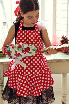 Vintage Apron Patterns Free | My daughter and I had fun on this little holiday photo shoot. I set up ...