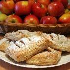 Jablkové taštičky Bread, Food, Candle, Eten, Bakeries, Meals, Breads, Diet