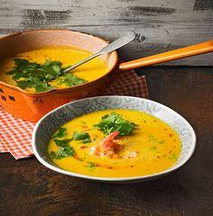 Kürbissuppe mit Kokosmilch und Garnelen Pumpkin soup with coconut milk and shrimps Pumpkin Soup, Pumpkin Recipes, Soup Recipes, Lunches And Dinners, Meals, Coconut Milk Soup, Healthy Dinner Recipes, Healthy Recipes, Clean Eating