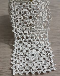 Tote Bag pattern by Lily Sugar'n Cream and Bernat Design Studio Granny Square Crochet Pattern, Crochet Blocks, Crochet Round, Crochet Squares, Crochet Motif, Crochet Doilies, Crochet Flowers, Crochet Patterns, Diy Crafts Crochet